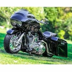 """Follow """"HD Tourers and Baggers"""" on Instagram Facebook Twitter Flickr & Tumblr. Loving the snub-nosed look of this Glide. Photo taken from Pinterest. Please comment and tag if you know the origin of this great photo. ===================== Follow / Tag / DM to be featured #hdtourersandbaggers ===================== #instamotogallery #instamoto #motorcycles #harleydavidson #roadkingclassic #roadking #roadglide #streetglide #softail #showoffmyharley #harleysofinstagram #harleylife #bikelife…"""