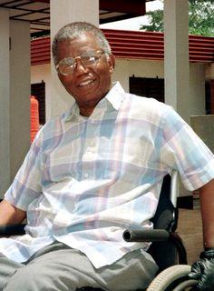 Nigerian author Chinua Achebe dies at 82
