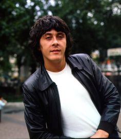 Richard Beckinsale (RIP) .. A great actor and very cute father of Kate Beckinsale