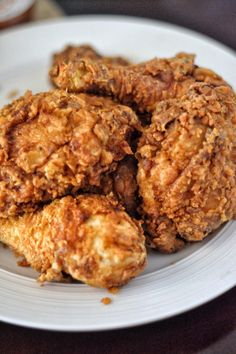 Southern Fried Chicken Recipe - Coop Can Cook. The absolute best Southern Fried Chicken recipe on the net! It's crispy, juicy, and damn flavorful! Fried Chicken Ingredients, Spicy Fried Chicken, Fried Chicken Recipes, Chicken Meals, Recipe Chicken, Country Fried Chicken, Chicken Gravy, Fresh Chicken, Bbq Chicken