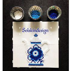 Made by Me: DIY på musselmalede kopper og kande i Hamaperler Hama Beads Design, Hama Beads Patterns, Beading Patterns, Pearler Beads, Fuse Beads, Bead Crafts, Diy And Crafts, Pixel Art, Perler Bead Art