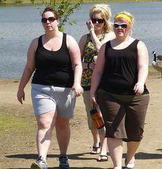 Les gens qui sont en surpoids ont à opter pour des remèdes maison pour la perte de poids pour réduire le risque de développer divers problèmes de santé