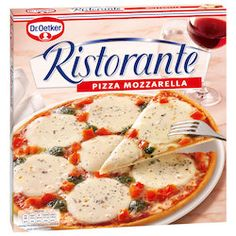 Oetker Ristorante Pizza Mozzarella: The wonderful aroma of fresh mozzarella cheese provides this pizza with its elegant taste and is the perfect combination with tomatoes, Edam cheese and a delightful mix of pesto. Mozzarella, Edam Cheese, 9gag Food, Food Fails, Thin Crust Pizza, Frozen Pizza, Vegetable Protein, Food Humor, Pizza