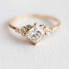 Stargaze Ring Carat in Gold // Princess Cut White Diamond Symmetrical Cluster Ring // Diamond Engagement Ring in Solid Gold - Beautiful Jewelry Engagement Ring Rose Gold, Wedding Rings Solitaire, Princess Cut Engagement Rings, Engagement Ring Cuts, Bridal Rings, Solitaire Diamond, Solitaire Engagement, Baguette Diamond, Engagement Ring Vintage