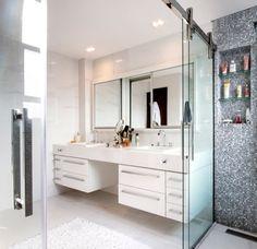 Aconchego na cidade grande. Veja mais: http://casadevalentina.com.br/projetos/detalhes/um-endereco-a-mais-553  #details #interior #design #decoracao #detalhes #decor #home #casa #design #idea #ideia #charm #charme #casadevalentina #bathroom #lavabo #banheiro