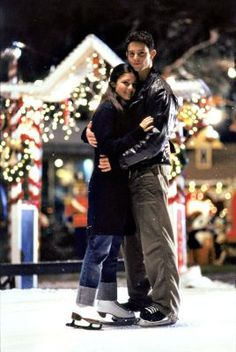 Shiri Appleby and Jason Behr portray the characters of Liz Parker and Max Evans respectively in the tv show Roswell Roswell Tv Series, Majandra Delfino, Ufo, Brendan Fehr, Nick Wechsler, Jason Behr, Tv Show Couples, Adrian Smith, Katherine Heigl