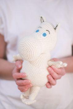 crochet pattern - moomin amigurumi plushie