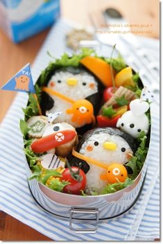 penguin w/ octopus shaped bag onigiri bento Cute Food, Good Food, Yummy Food, Food Design, Japanese Food Art, Japanese Lunch, Cute Bento Boxes, Kawaii Bento, Little Lunch