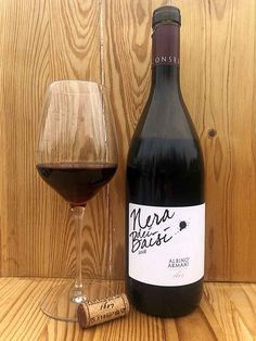 Vino rosso da uve Piwi della varietà Nera dei Baisi (Plantet) Red Wine, Alcoholic Drinks, Glass, Drinkware, Corning Glass, Liquor Drinks, Alcoholic Beverages, Liquor, Yuri