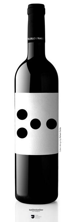 DILAB 211 Matarromera - typography as an image Wine Bottle Design, Wine Label Design, Wine Bottle Art, Wine Bottle Labels, Liquor Bottles, Beer Label, Rum Bottle, Wine Logo, Drink Labels