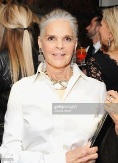 Ali MacGraw attends the 'Icons of Style' dinner hosted by Michael Kors and Vanity Fair on May 14, 2015 in London, United Kingdom.