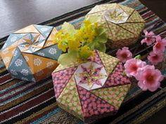 【折り紙】千代紙・和紙で暮らしを楽しむ 小物の作り方 - NAVER まとめ Origami Easy, Decorative Boxes, Gift Wrapping, Naver, Gifts, Home Decor, Craft, Easy Origami, Gift Wrapping Paper
