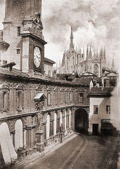 Piazza Mercanti, Palazzo dei Giureconsulti e il vecchio passaggio al Duomo, 1860.   Milan l'era inscì, via Flickr
