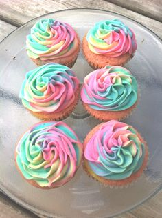 Absolutely perfect Vanilla Cupcakes with Vanilla Frosting are super moist, buttery and melt in your mouth. Topped with silky smooth vanilla buttercream frosting - a classic combination! Frost Cupcakes, Tie Dye Cupcakes, Fun Cupcakes, Birthday Cupcakes, Cupcake Cakes, Unicorn Cupcakes, Shopkin Cupcakes, Rainbow Cupcakes Recipe, Cotton Candy Cupcakes