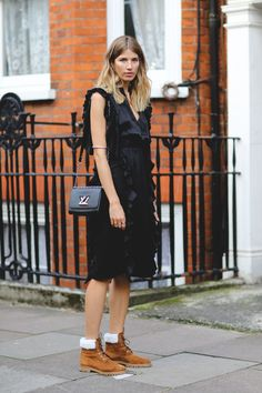 London Street Style Photos That Prove Fall Is NOT Boring: waysify Street Style 2016, Street Style Looks, Latest Fashion Trends, Fashion News, Fashion Outfits, Outdoorsy Style, Fashion Pictures, Style Pictures, Ikon