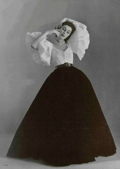 Anne Gunning in evening ensemble by Jacques Fath, photo by Philippe Pottier, 1951 Vintage Beauty, Vintage Glamour, Jacques Fath, 50 Style, Looks Style, Club Style, Mode Vintage, Vintage Love, Vintage Girls