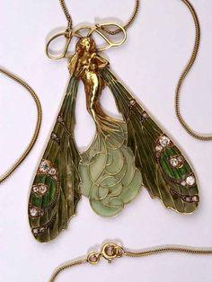 Art Nouveau gold, diamond, and enamel dragonfly woman pendant, by René Lalique Bijoux Art Nouveau, Art Nouveau Jewelry, Jewelry Art, Jewelry Accessories, Vintage Jewelry, Fine Jewelry, Jewelry Design, Jewelry Making, Silver Jewelry