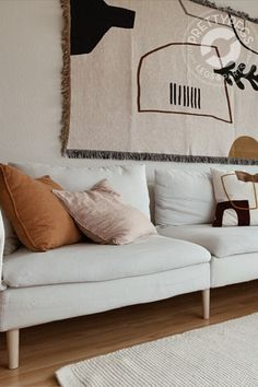 Soft neutrals with warm notes and interesting patterns in stunning living room is making us feel right at home🧡 Thank you for sharing! Seen here I IKEA Söderhamn with Prettypegs Carl Ash. Quirky Home Decor, Cute Home Decor, Home Decor Styles, Cheap Home Decor, Home Decor Accessories, Luxury Homes Interior, Home Interior Design, Interior Colors, Interior Plants