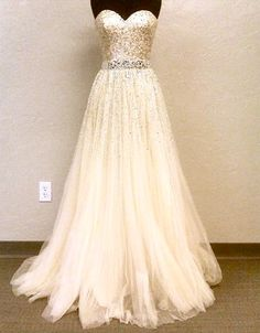 gorgeous wedding dress! love the sparkles
