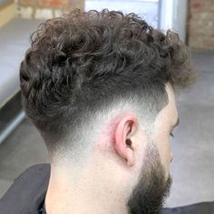 Hairstyle Men 2019 The best drop-fade haircut that makes you cooler … - Haircuts Ideen Men Haircut Curly Hair, Male Haircuts Curly, Curly Hair Cuts, Haircuts For Men, Curly Hair Styles, Haircut Men, Men's Hair, Modern Haircuts, Drop Fade Haircut