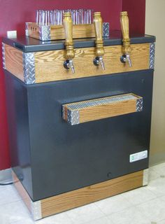Homebrewing projects Wood and metal Home Brewery, Home Brewing Beer, Homebrew Recipes, Brewing Equipment, Beer Taps, How To Make Beer, Brewing Company, Wine Making, Diy Projects To Try