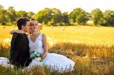 Wedding, weddingphoto, photoshoot, photographer, yellow, sweden, sverige, dress, bride, happy, smile, photo