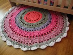 Crochet rug... Too bad it's not in English...