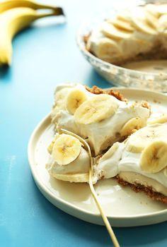 AMAZING Banana Cream Pie that's #Vegan and #Glutenfree! 10 ingredients, creamy, SO delicious! #banana #pie #recipe #dessert #summer