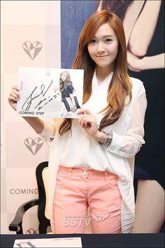 "[SS포토] 소녀시대 제시카 팬사인회, ""제 사인 모르는 '소시' 팬분들 있나요?"" / SSTV / May 4, 2012 / #Jessica #SNSD"