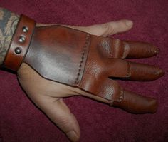 Softer and flexible leather on the index, middle and thumb fingers with a much thicker leather on the backhand. Topped off with a durable sn...