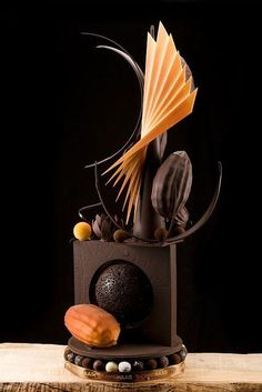 Thomas Haas - everything is excellent, delicious pastries and coffee too (pretty food presentation) Gourmet Desserts, Fancy Desserts, Plated Desserts, Gourmet Recipes, Chocolate Heaven, Chocolate Art, Chocolate Lovers, Bolo Original, Chocolate Showpiece
