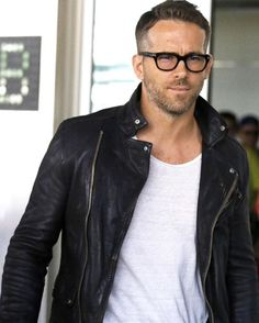 This isn't a photo shoot, this is Ryan Reynolds' real life. (: White/PacificCoastNews)