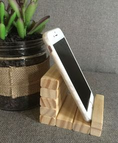 Diy Crafts For Home Decor, Craft Stick Crafts, Diy Craft Projects, Crafts To Make, Craft Ideas, Dollar Tree Decor, Dollar Tree Crafts, Diy Phone Stand, Ipad Stand