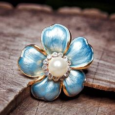 Pearl Daisy Brooch to compliment every occasion  #craft365.com