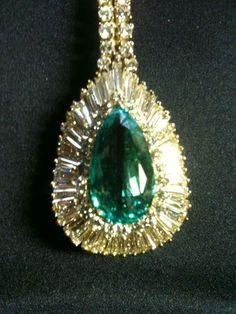Custom Made Necklace Emerald 10 96 Ct Pear Shaped 14 82 Ct Pave' Diamonds |