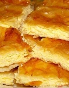 O faci o data si nu te mai saturi de ea. Placinta cu branza te va cuceri pe loc No Cook Desserts, Great Desserts, Sweets Recipes, Delicious Desserts, Cake Recipes, Yummy Food, Romanian Desserts, Romanian Food, Greek Easter Bread