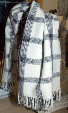 woven blanket, I would use wool Weaving Projects, Weaving Art, Loom Weaving, Hand Weaving, Swedish Weaving Patterns, Monks Cloth, Woven Scarves, Weaving Techniques, Basket Weaving
