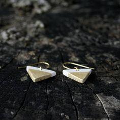 Mini triangle silver ceramic earrings