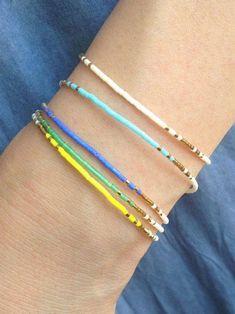 Pulsera de todos los días pulsera de oro pequeño pulsera de   Etsy Diy Bracelets Easy, Beaded Wrap Bracelets, Layered Bracelets, Seed Bead Bracelets, Seed Bead Jewelry, Beaded Jewelry, Gold Filled Jewelry, Minimalist Jewelry, Gold Beads