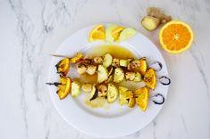 Brochettes de noix de Saint Jacques, orange et concombre Sauce Au Miel, Jus D'orange, Eggs, Breakfast, Food, Skewers, Cucumber, Olive Oil, Meal