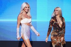 Bebe Rexha and Gigi Gorgeous Photos Photos - Internet personality Gigi Gorgeous (L) and singer Bebe Rexha speak onstage during the 2016 American Music Awards at Microsoft Theater on November 20, 2016 in Los Angeles, California. - 2016 American Music Awards - Show