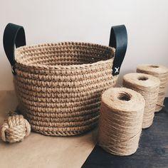 Diy Crochet Basket, Crochet Basket Pattern, Crochet Placemat Patterns, Sustainable Textiles, Rope Art, Rope Crafts, Crochet Home Decor, Arm Knitting, Handmade Decorations