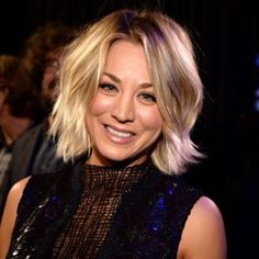 Kaley Cuoco is proof that you can grow out short hair without any awkward stages. Here's how she pulled off growing out a pixie cut, bob, lob and beyond. Growing Out Short Hair Styles, Growing Out Hair, Grow Hair, Short Hair Cuts, Medium Hair Styles, Long Hair Styles, Hair Evolution, Color Rubio, Layered Bob Hairstyles