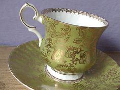 Šálek na čaj • zelený, zlacený porcelán