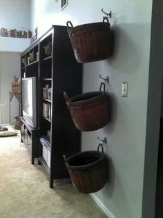 Hang baskets on wall of family room for blankets, remotes, and general clutter. Inspired by ikea.+for playroom, instead of family room. Diy Casa, Ideas Para Organizar, Baskets On Wall, Hanging Baskets, Laundry Baskets, Wall Basket Storage, Wicker Baskets, Basket Shelves, Large Baskets