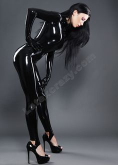 latexcrazy: Kiki in a basic female latex catsuit - starts from inclusive made-to-measure tailoring and chlorination service - available in more than 100 breathtaking different colors from Radical Rubber and Supatex - handmade in Germany - enjoy your week! Latex Babe, Sexy Latex, Latex Wear, Fetish Fashion, Latex Fashion, Sexy Outfits, Latex Girls, Models, Sensual
