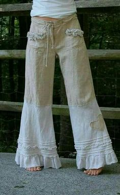 Linen Pants with Ruffle Cream Nautical Sailor by persnickedee make it of your old pands Look Hippie Chic, Gypsy Style, Hippie Style, Bohemian Style, Boho Chic, Hippie Boho, Look Fashion, Diy Fashion, Ideias Fashion