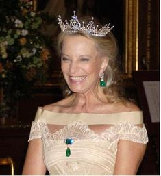 Princess Michael in the festoon tiara, emeralds and a lovely gown, very happy…