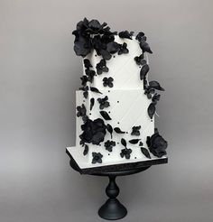 A gallery of fondant and gum paste wedding cakes from cake decorators around the world inspired by the color white. Black White Cakes, Black And White Wedding Cake, White Wedding Cakes, Floral Wedding, Beautiful Cakes, Amazing Cakes, Timeless Classic, Creative Cakes, How To Make Cake