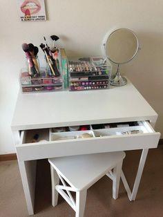 #BeautyStorage #MakeUpStations #MakeupRoom Diy Makeup Vanity Ikea, Small Makeup Vanities, Bedroom Makeup Vanity, Bedroom Vanity Set, Ikea Vanity, Small Vanity, Bedroom Desk, White Vanity, Makeup Rooms